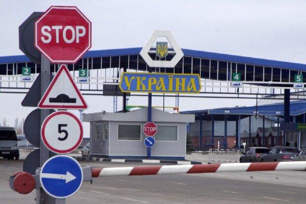"""Іноземці влаштували переполох на українському кордоні, фото: """"прикордонники відразу почали..."""""""