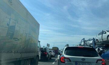 Водители стоят несколько часов: гигантская пробка на одесской трассе, видео