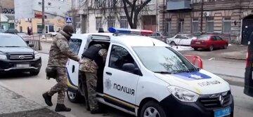 Іноземець з гранатою влаштував переполох в Одесі, терміново злетілася поліція: відео з місця
