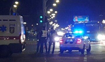 Моторошна ДТП в Києві, з'їжджається поліція і медики: фото з місця аварії