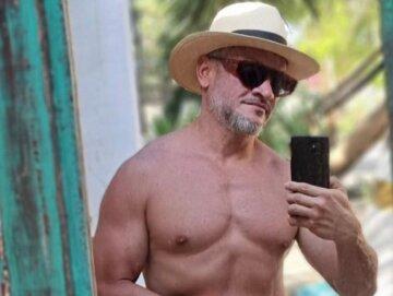 """М'язистий Хіменес-Браво з """"Майстер Шеф"""" роздягнувся на пляжі і змусив дам вигукнути: """"знущаєтеся, Ектор?"""""""