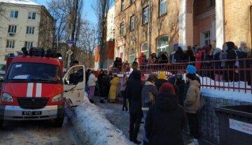 У Києві полум'ям охопило гуртожиток: півсотні людей опинилися в небезпеці, подробиці НП