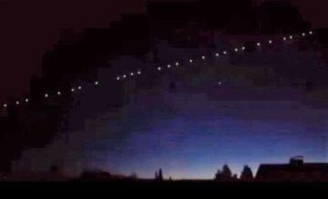 """Украинцев напугала вереница """"блуждающих звезд"""" в ночном небе, кадры: """"В 2021 году ожидается..."""""""