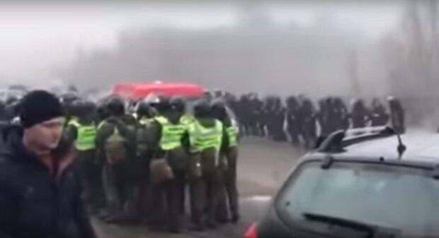 Повстання набирає обертів, дороги заблоковані: термінове звернення МВС до українців