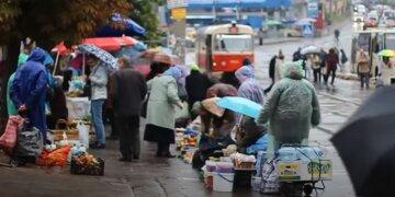 погода дощ люди українці пенсіонери торгівля ринок
