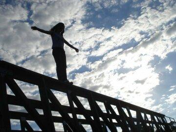 девушка, прыжок, самоубийство