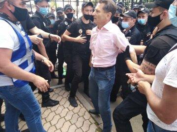 Поліція почала розгін шахтарів з-під Офісу Президента, є постраждалі (відео)