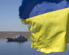 A Ukrainian flag placed by a family member of a sailor on board the Ukrainian naval landing vessel &