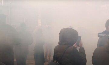 Люди жгут шины в Одессе, всё в дыму: кадры происходящего