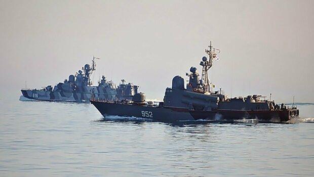 """Російські кораблі наблизилися до берегів України, """"ситуація загострюється"""": що відбувається"""