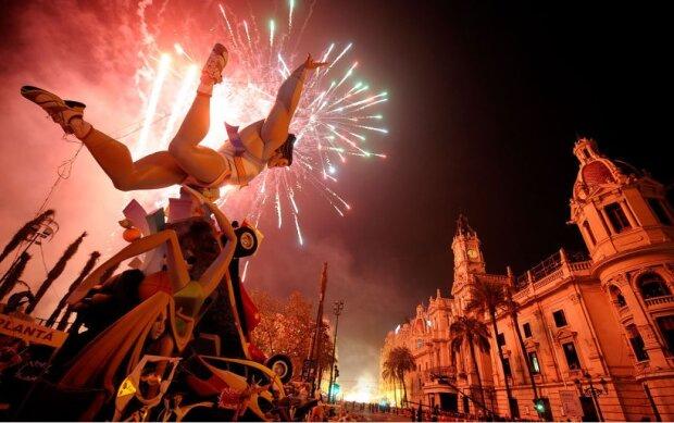 Валенсія у вогні: в Іспанії пройшов незвичайний фестиваль – відео