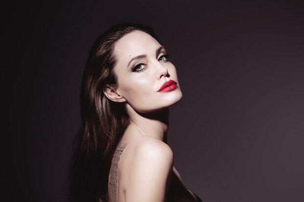 """Джоли поразила интимным признанием о жизни с Питтом и не только: """"Мое тело много пережило"""""""