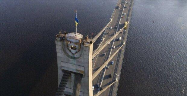 В Киеве перекрыли Северный мост, проехать невозможно: все детали