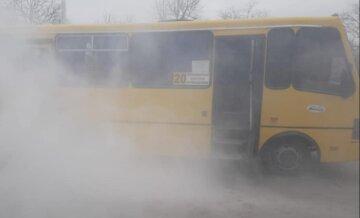 Маршрутка загорелась во время движения под Одессой: кадры ЧП
