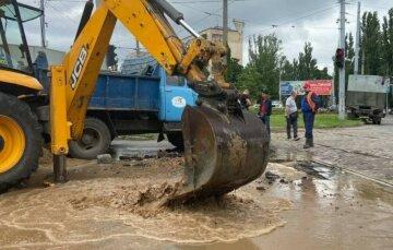 Техногенна аварія в Одесі: паралізовано рух транспорту, кадри і причина НП