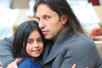 """""""Копия мамы"""": старшая дочь Артура Пирожкова удивила сходством с мамой и вызвала настоящий фурор"""