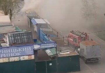 Масштабный пожар вспыхнул на рынке в Киеве, дым видно издалека: кадры ЧП