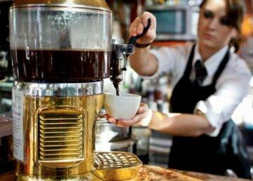 официант бариста кофе