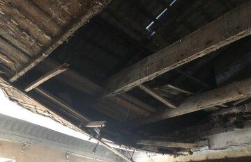 В Одессе в многоквартирном доме второй раз месяц обвалилась крыша: кадры разрушений