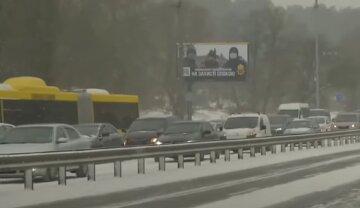 Киев парализовало пробками: невозможно проехать почти по всем мостам, детали