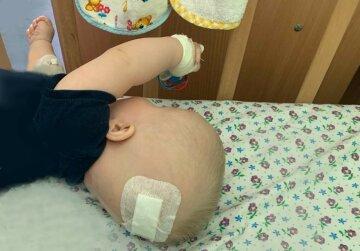 """""""Единственная надежда на жизнь"""": новорожденного ребенка бросили в больнице, мальчику нужна помощь"""