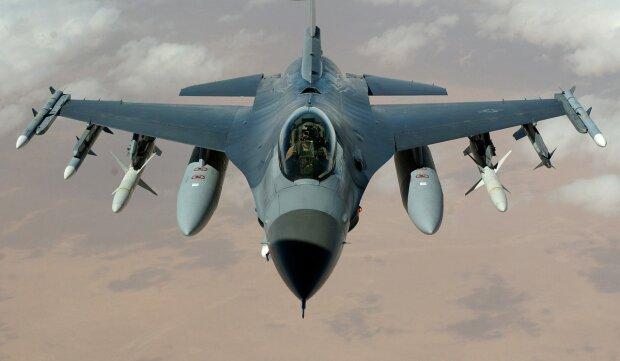 самолет истребитель F-16