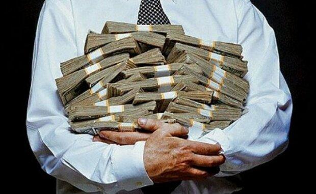 Космические зарплаты против коррупции: что победило