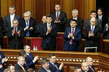 """Міністру Яценюка проломили голову під Харковом, фото: """"Двоє в масках з битами"""""""