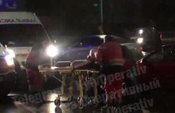 У Києві на пішохідному переході збили жінку: відео наслідків страшної ДТП