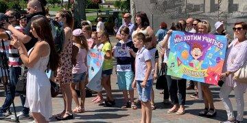 """Родители ополчились против онлайн-обучения в Одессе: """"Полная деградация"""", кадры"""