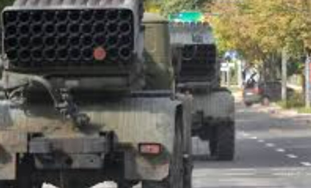 """""""Завозять вагонами"""": РФ стягують техніку на Донбас, тривожні дані розвідки"""