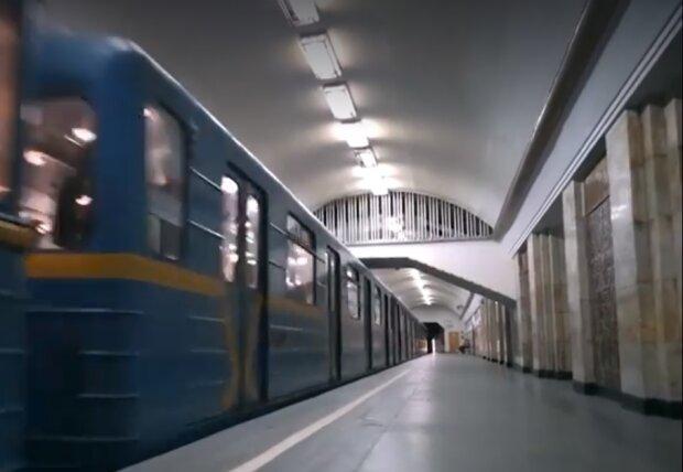 В Киеве запустили поезда метро, появилось видео из подземки