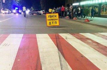 Водій влетів у натовп пішоходів, людей розкидало по вулиці: подробиці і кадри НП