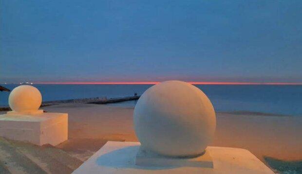 """Одеситів здивувало неймовірне явище над морем, фото: """"Суперсолнце"""""""