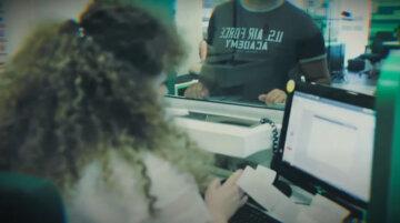 """Началась блокировка счетов, украинцев предупредили о новых """"черных списках"""": как спасти деньги"""