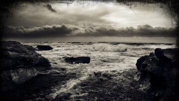 Ніхто не зупинився врятувати, хвилі накривали тіло: страшне відео з берега Азовського моря