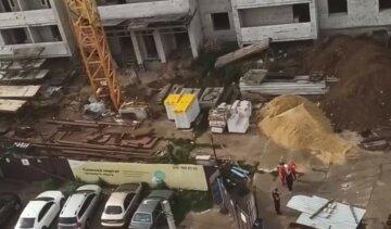 НП на будівництві в Харкові: балка впала на робітника, кадри з місця