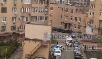 Большое горе в Одессе, тело ребенка найдено под окнами многоэтажки: трагические кадры