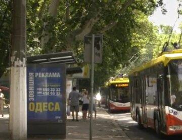В Одесі неадекват взявся за ніж і порізав людей на зупинці: що відомо