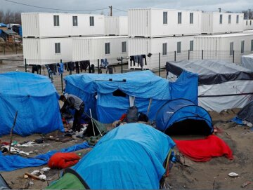 Французских волонтеров обвинили в сексуальной эксплуатации беженцев