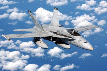 истребитель-бомбардировщик FA-18
