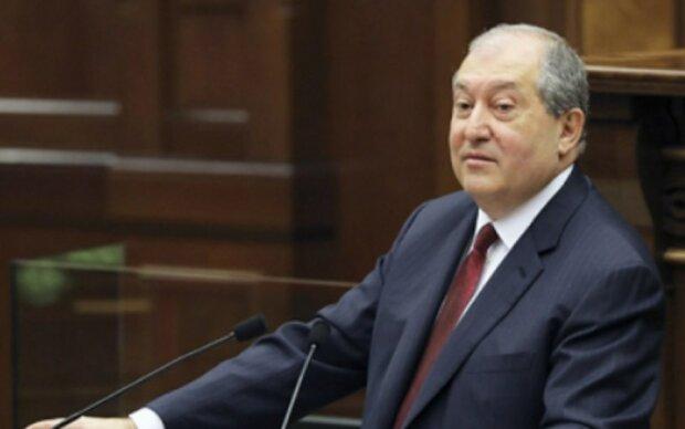 """Президент Вірменії назвав РФ """"надійним партнером"""" і розповів про роль Путіна в карабаському конфлікті"""