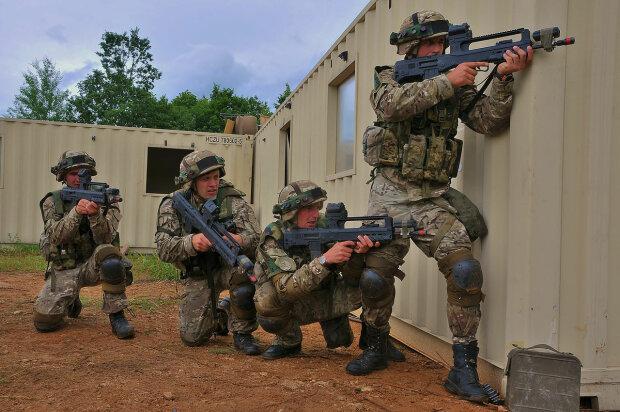 Черногорская армия ведет огонь