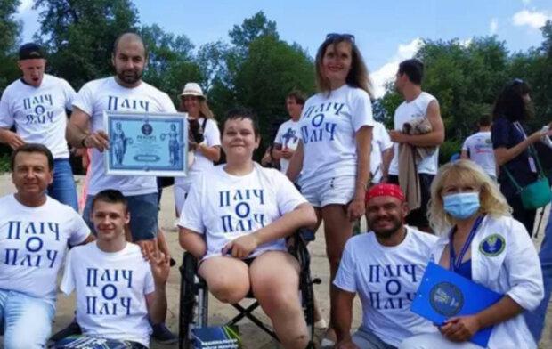 """""""Без ног и одной руки"""": подросток из Мариуполя установил новый рекорд Украины, кадры"""