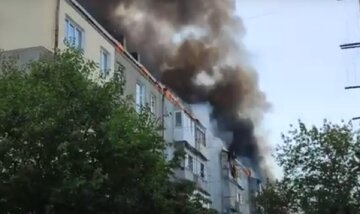 Пожар охватил многоэтажный дом в Одессе, есть жертвы: кадры трагедии