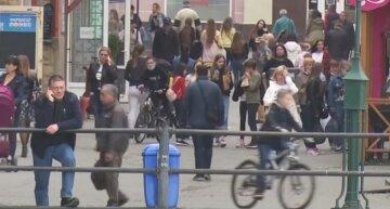 украинцы, на улице, маски, люди, без масок