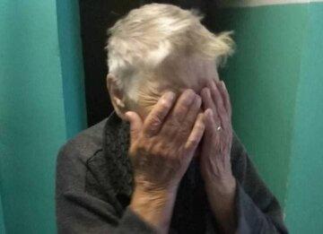 Внук устроил «темную» бабушке, из-за угроз не  выходила из квартиры целый год: детали вопиющего случая
