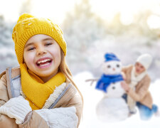 Winter_Little_girls_466354_2560x1600