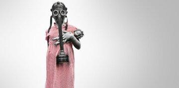 Экология-человек в маске-катастрофа-противогаз