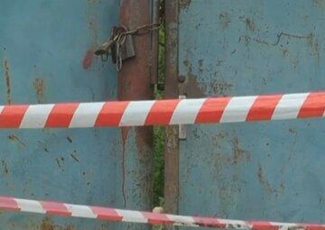 Украинец забрался в чужой двор и получил ножом в живот: хозяин бросил его умирать, кадры с места